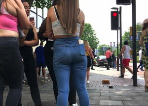 Teen asses in jeans